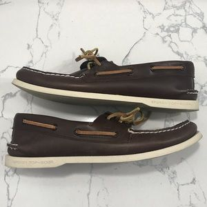 Sperry • boat shoes